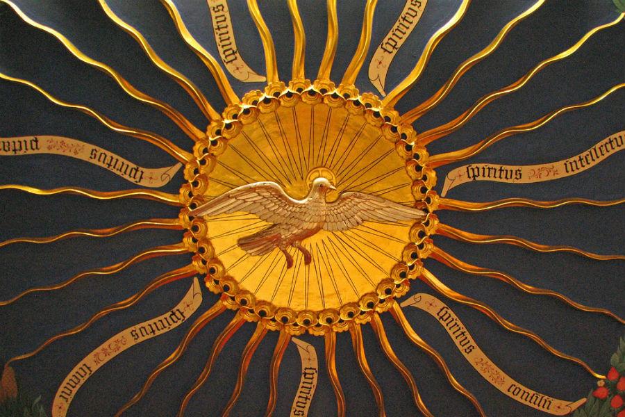 El Espíritu Santo y sus dones, en un baldaquino de la iglesia de Pusy House, Oxford /Flickr/LawrenceOP