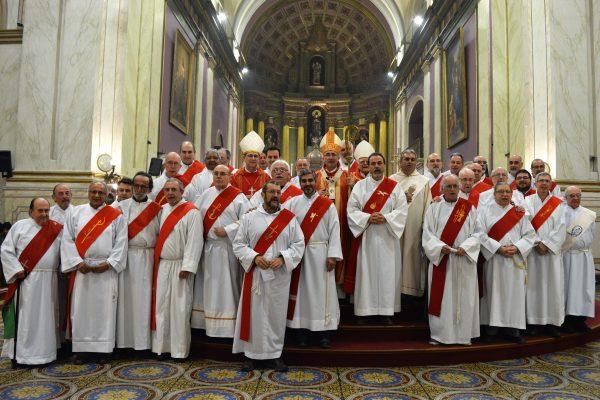 El Cardenal Daniel Sturla y los Diáconos / Fuente: Arquidiócesis de Montevideo