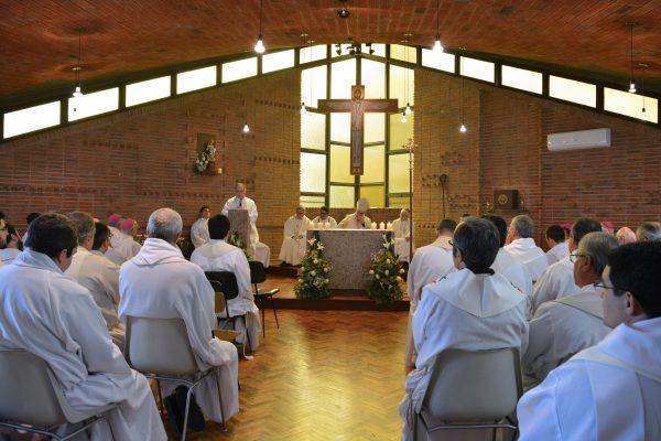 Sacerdotes en la celebración del Santo Cura de Ars / Arquidiócesis de Montevideo
