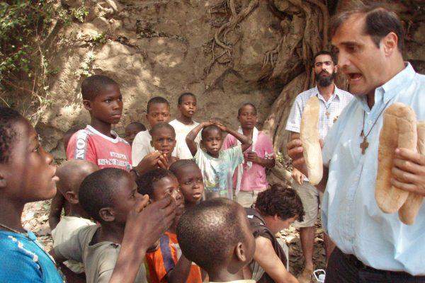 El Padre Lasarte en Angola / Fuente: Boletín Salesiano