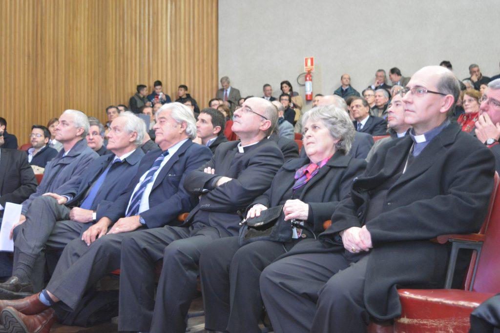 Autoridades políticas y religiosas /L. Gutiérrez