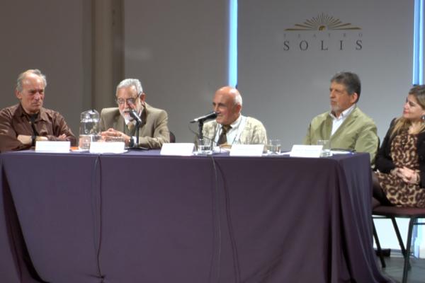 Panel en la presentación del simposio: Eduardo Panizza, Gonzalo Uriarte, Roberto Markarian, Yamandú Acosta y Rosario Radakovich