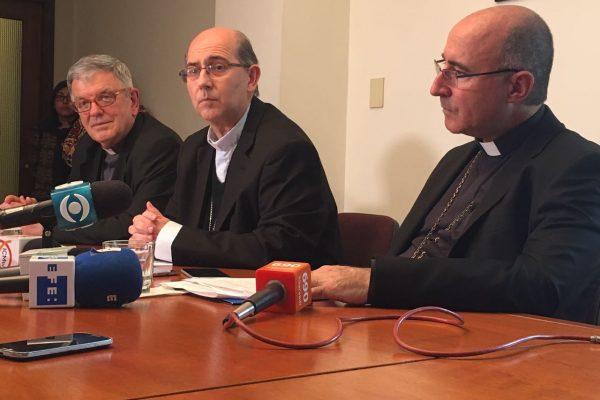 Mons. Carlos Collazi, Mons. Milton Tróccoli y Mons. Daniel Sturla