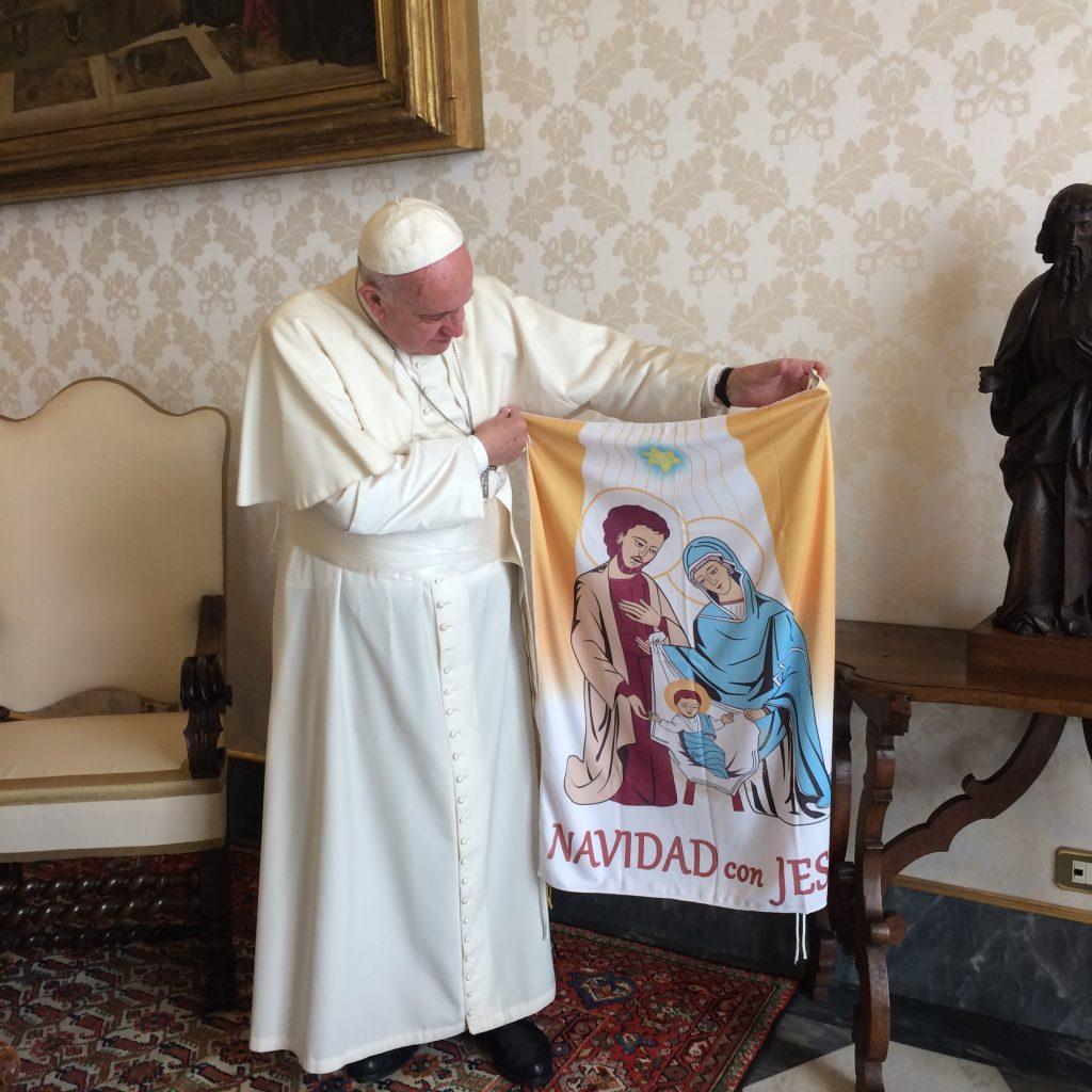 El Papa Francisco con la balconera de Navidad con Jesús