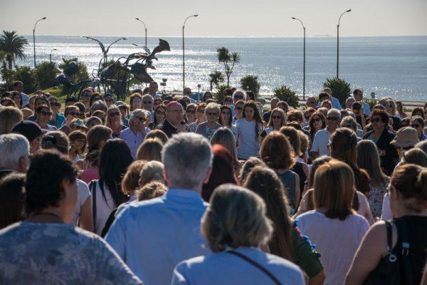 Cientos de personas se reunieron todas las mañanas en la rambla /A. González