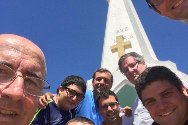 Cardenal Sturla con el P. Coimbra y los seminaristas de Montevideo en una peregrinación al Verdún / Fuente: Cardenal Sturla