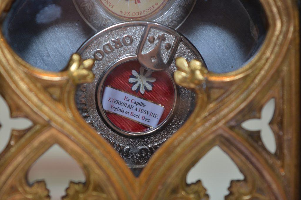 Detalles de las reliquias de santa Teresita / Fuente: DECOS Montevideo