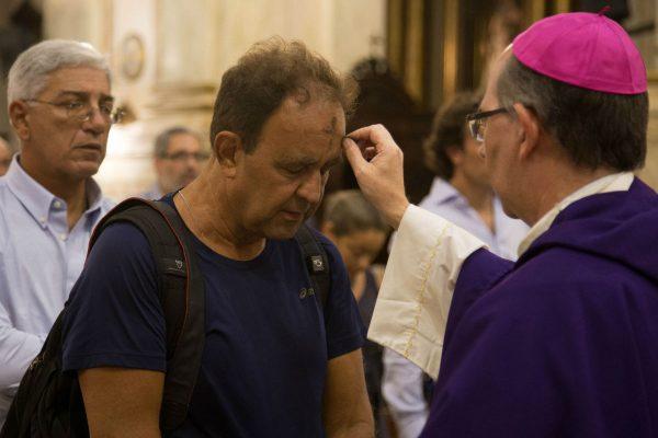 El Cardenal Daniel Sturla presidió la Misa de 12 en la Catedral /F. Gutiérrez