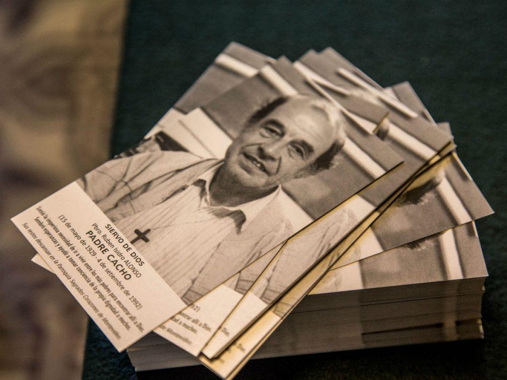 Estampitas para rezar por la intercesión del Padre Cacho /F. Gutierrez
