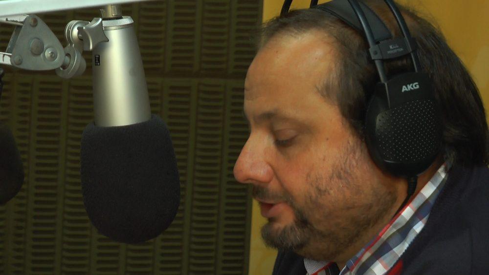 El Padre Fabián Rovere en los micrófonos de Radio Oriental