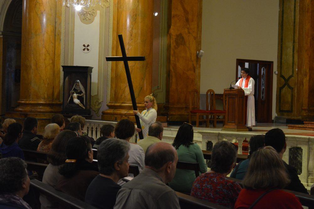 Reflexión en la Parroquia Sagrado Corazón durante la visita / Fuente: Decos Montevideo