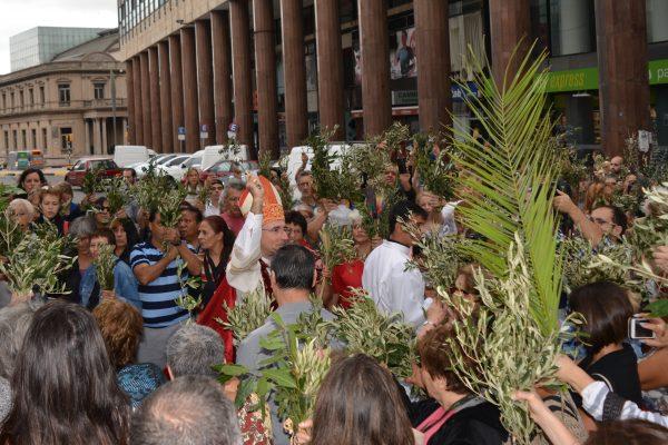El Cardenal Sturla bendice los ramos en la puerta de la Ciudadela / Fuente: Decos Montevideo