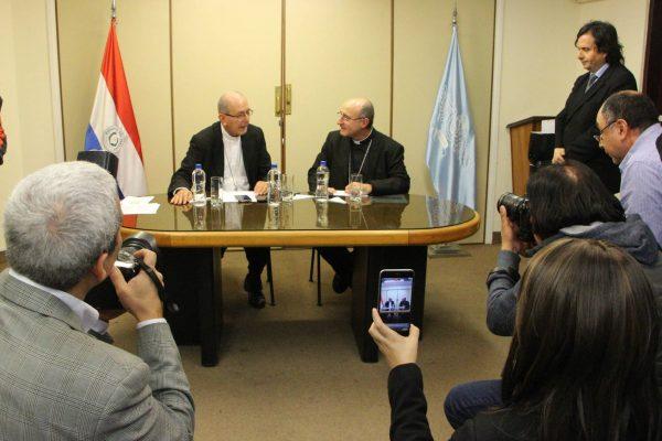 Conferencia de prensa de Mons. Valenzuela y el Card Sturla al llegar a Asunción /Arzobispado de Asunción