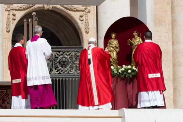 El Papa durante la Misa en Plaza San Pedro / Fuente: CNA
