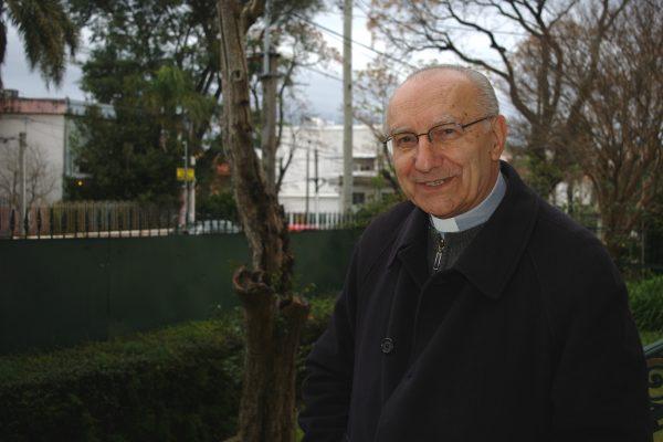 Mons. Nicolás Cotugno vive en una casa en Paso de las Duranas /C. Bellocq