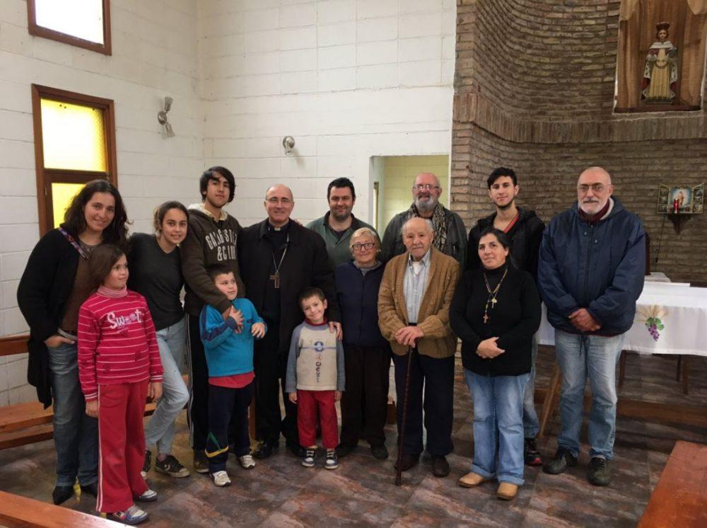 El Cardenal Sturla en visita pastoral con la comunidad de La Colorada/ Fuente: Twitter del Cardenal Daniel Sturla