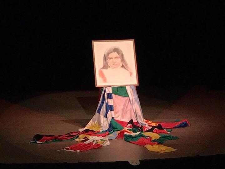 El cuadro de la Madre Rubatto con las banderas de los países donde está presenta la congregación