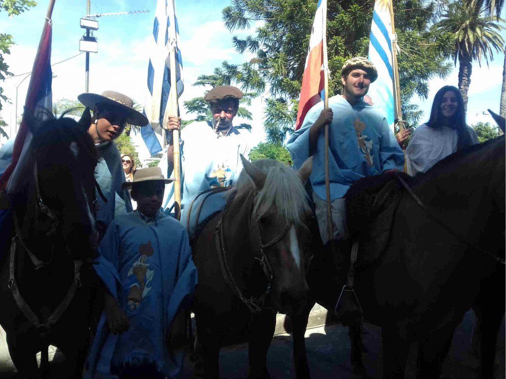 Peregrinos que llegaron a Florida desde San José, tras dos días a caballo /C. Bellocq