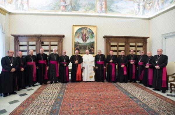 El Papa Francisco con los obispos uruguayos / Fuente: Radio Vaticana