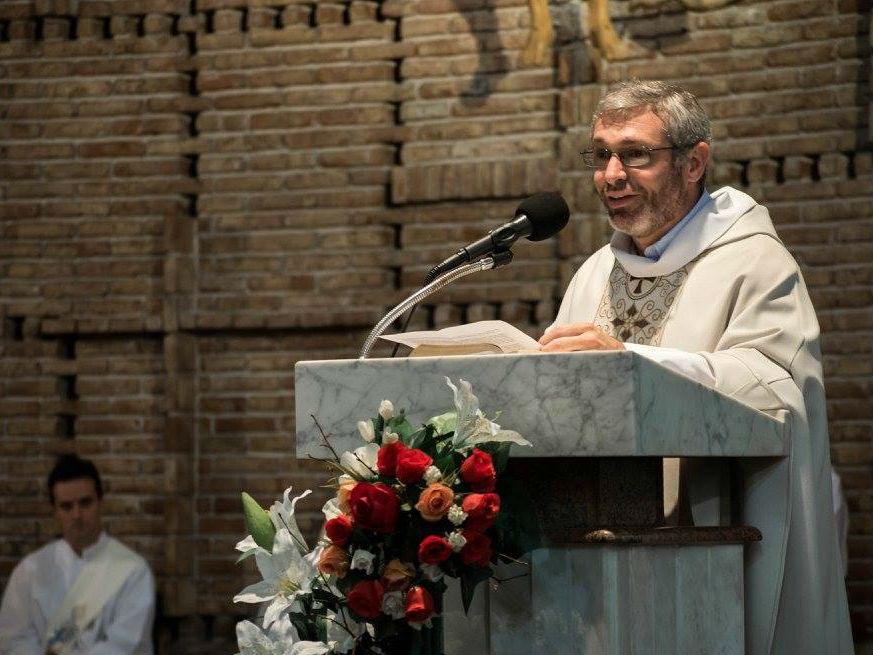 El P. Alfonso Bauer durante la homilía /Fb Comunicación Salesiana