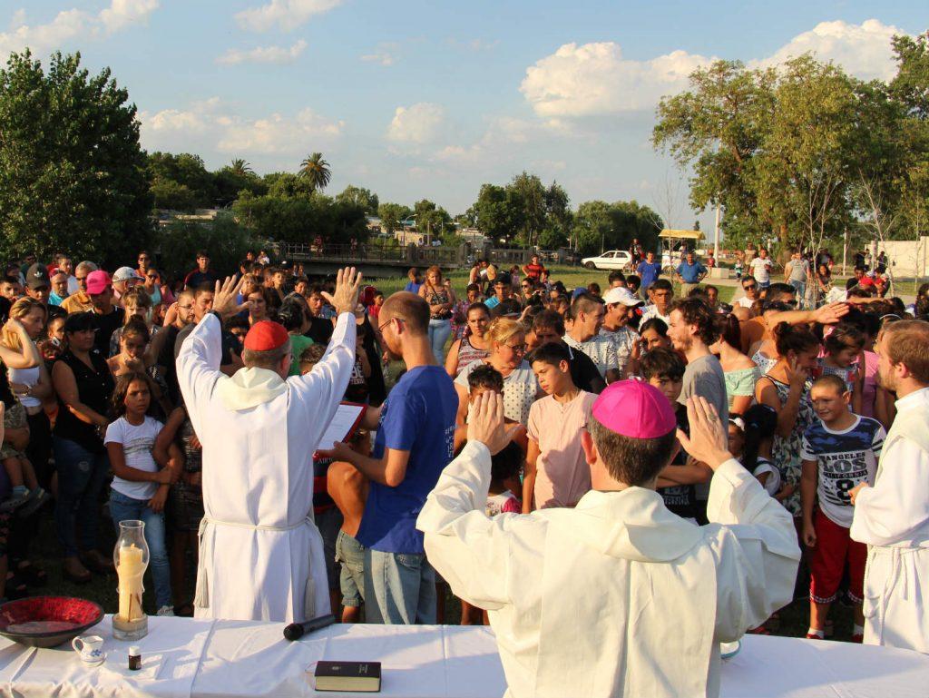 Durante la multitudinaria junto al Arroyo Miguelete / Sociedad San Juan