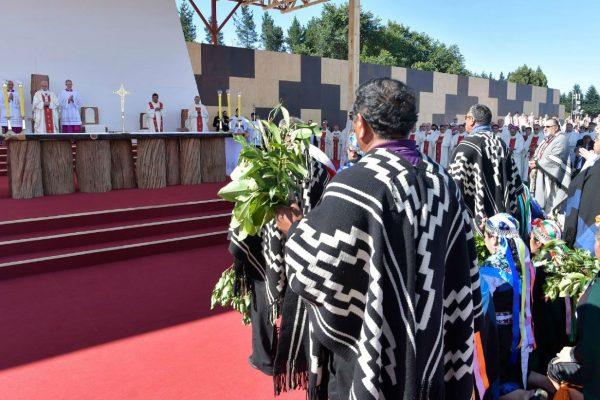 Durante la Misa en Manquehue, ante miles de personas. /Vatican Media/CNA