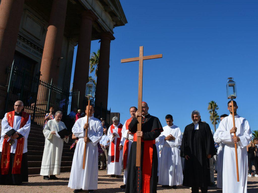 Los representantes de cada culto se turnaban para cargar con la cruz /C. Bellocq