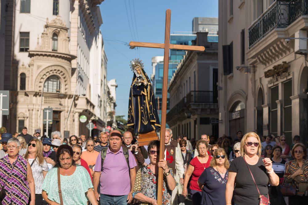 La cruz guía el camino de los fieles/ Fuente: Federico Gutiérrez