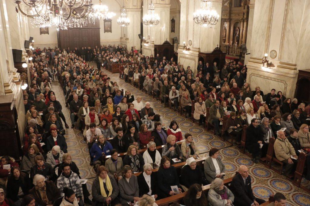 La Catedral se colmó de fieles de todo el país, especialmente de Montevideo y Maldonado /A. González