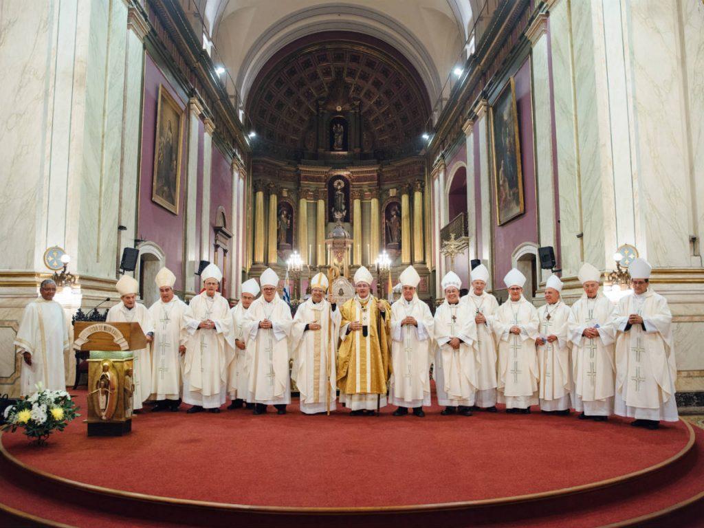 Todos los obispos de Uruguay /M. Freire