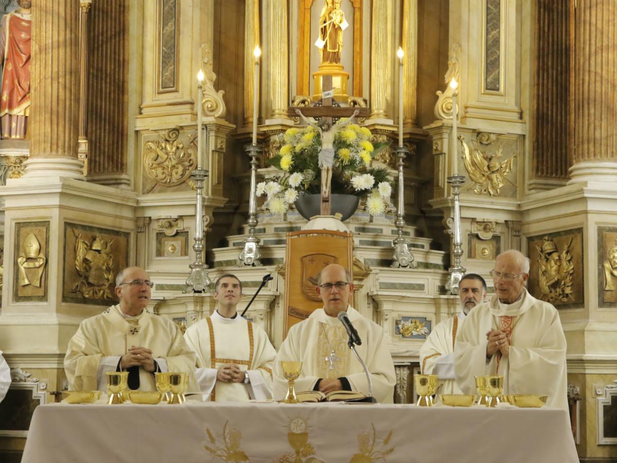 Mons Tróccoli en el centro. A la izquierda el Card. Daniel Sturla y a la derecha, Mons. Rodolfo Wirz /F. Polvarini