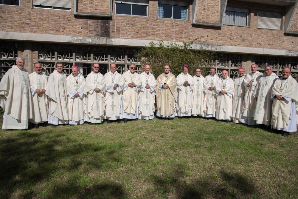 Foto de familia del Episcopado uruguayo luego de la Asamblea Extraordinaria/ Fuente: Decos CEU