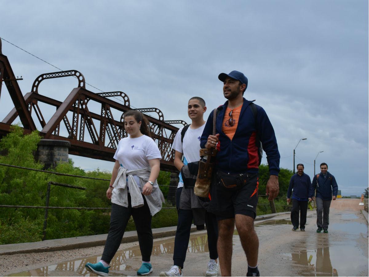 Unos 30 jóvenes caminaron de Montevideo a Florida /C. Bellocq