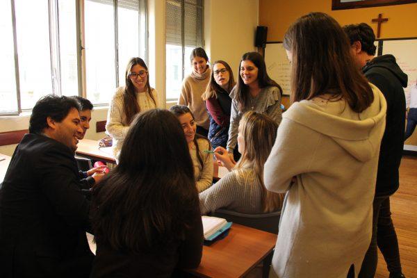 Un grupo de alumnos  de la Academia durante el desarrollo de una clase/ Fuente: Mariana Garófalo
