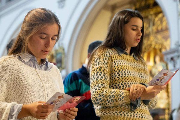 Al final, los jóvenes rezaron por la misión Casa de Todos /F. GUTIÉRREZ
