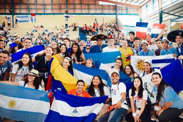 Jóvenes uruguayos y de varios países del mundo celebrando la JMJ/ Martín Freire