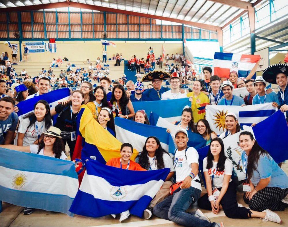Jóvenes uruguayos y de varios países del mundo celebrando la JMJ/ Fuente: Martín Freire