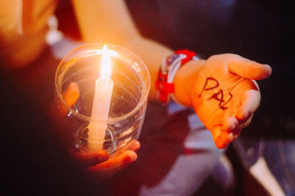 Rezar por la paz/ Fuente: Exe Lobaiza - Cathopic