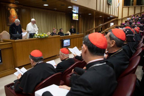 El Papa Francisco junto a los participantes del encuentro/ Fuente: Vatican Media/CNA