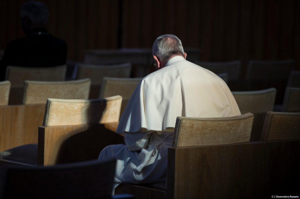 El Papa Francisco durante el retiro de Cuaresma 2016/ Fuente: L'Osservatore Romano