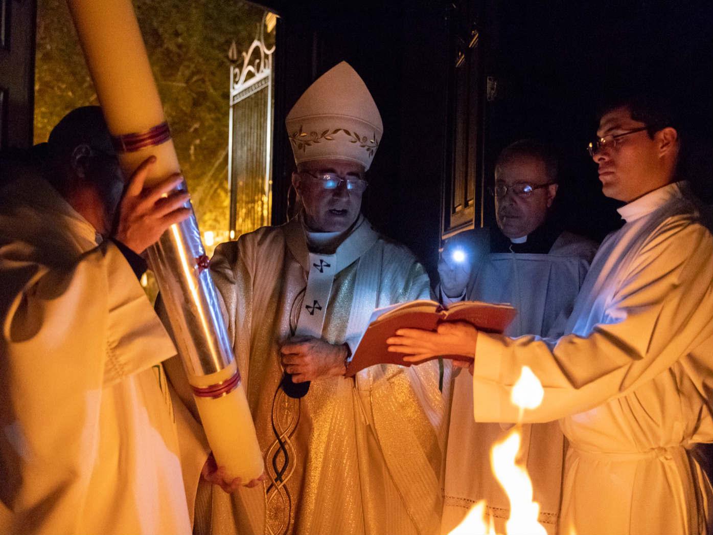 La Vigilia Pascual comienza con el rito de la luz /F. Gutiérrez