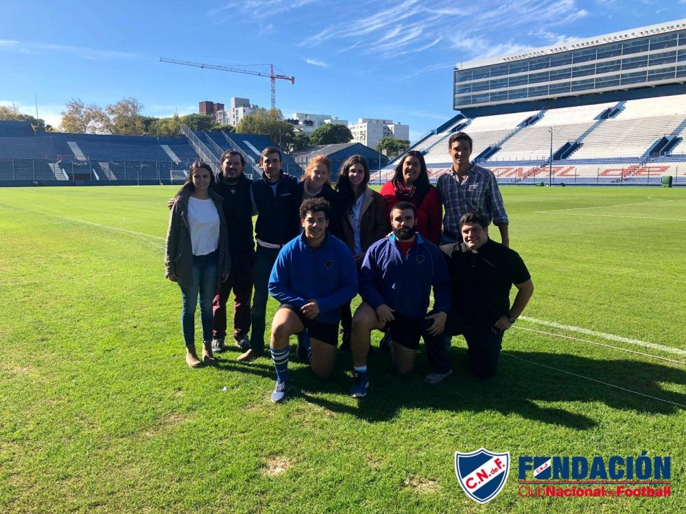 Integrantes de la Fundación Club Nacional de Football y Movimiento Luceros en el Gran Parque Central/ Fuente: Fundación Club Nacional de Football