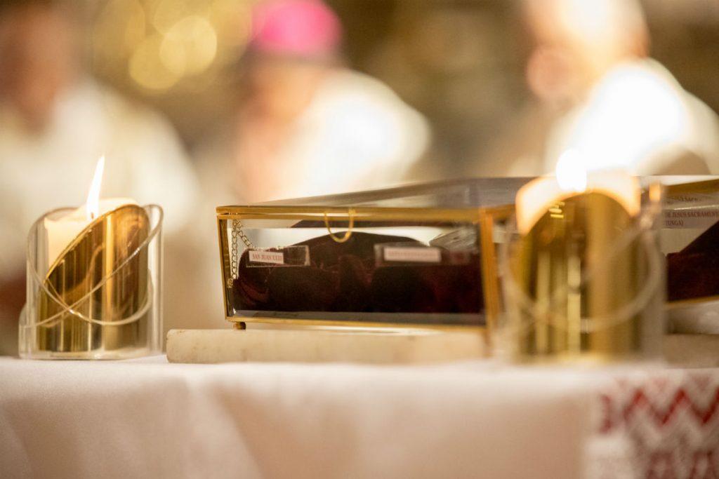 Reliquias de santos que fueron colocadas en el altar principal del templo /F. Gutiérrez