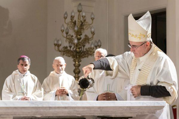 En la Misa se consagró el nuevo altar y dedicó el templo /F. Gutiérrez