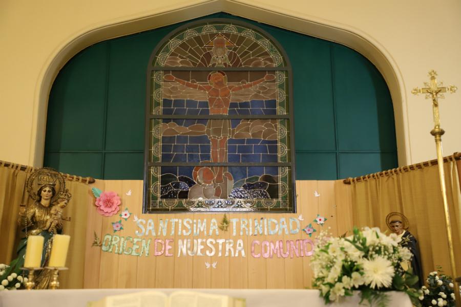 La Parroquia de la Santísima Trinidad y de la Sagrada Familia es  > obra de los arquitectos Albérico Ísola y Guillermo Armas, los mismos  que hicieron la iglesia de los Carmelitas en el Prado, entre otros. F. GUTIÉRREZ