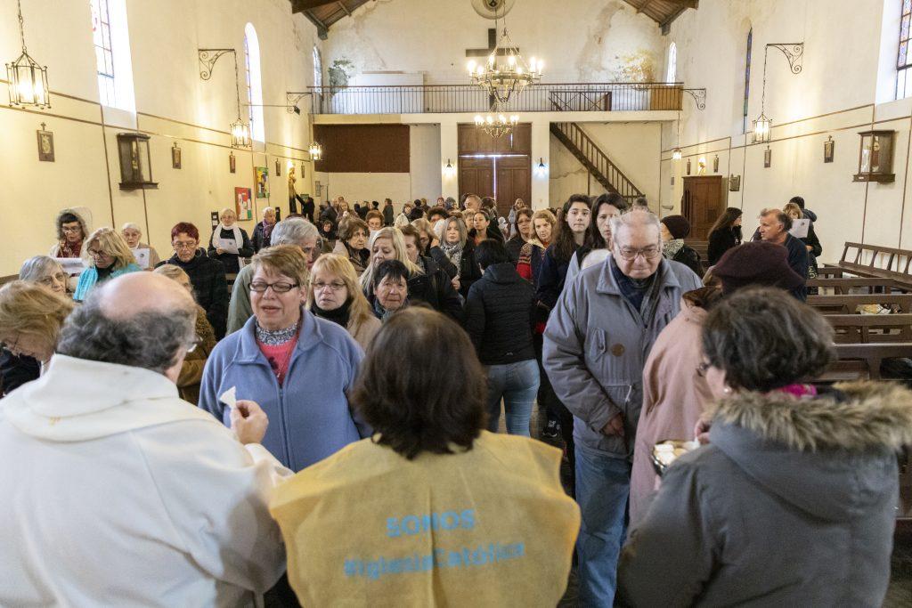 El 7 de agosto la Parroquia de Ntra. Sra. del Carmen y San Cayetano recibe a multitud de fieles /F. GUTIÉRREZ